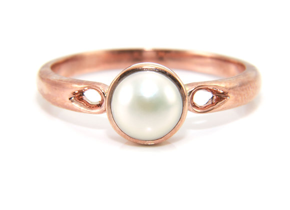 Rose Gold Pearl Solitaire Ring