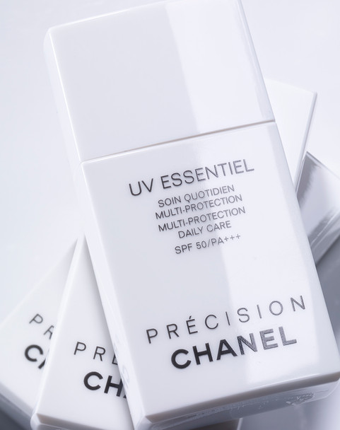 Chanel White64941-45-2.jpg