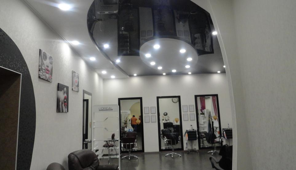 Внутренняя отделка парикмахерской.