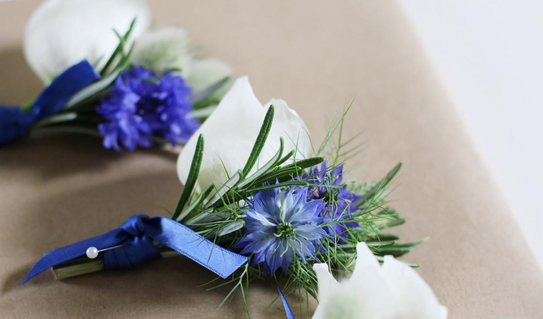 groom-buttonhole-blue-white-tonbridge.jpg