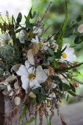 Autumn Bouquet Green White Dried Kent.JP