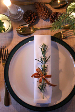 Rosemary Mustard Ribbon plate setting Ke