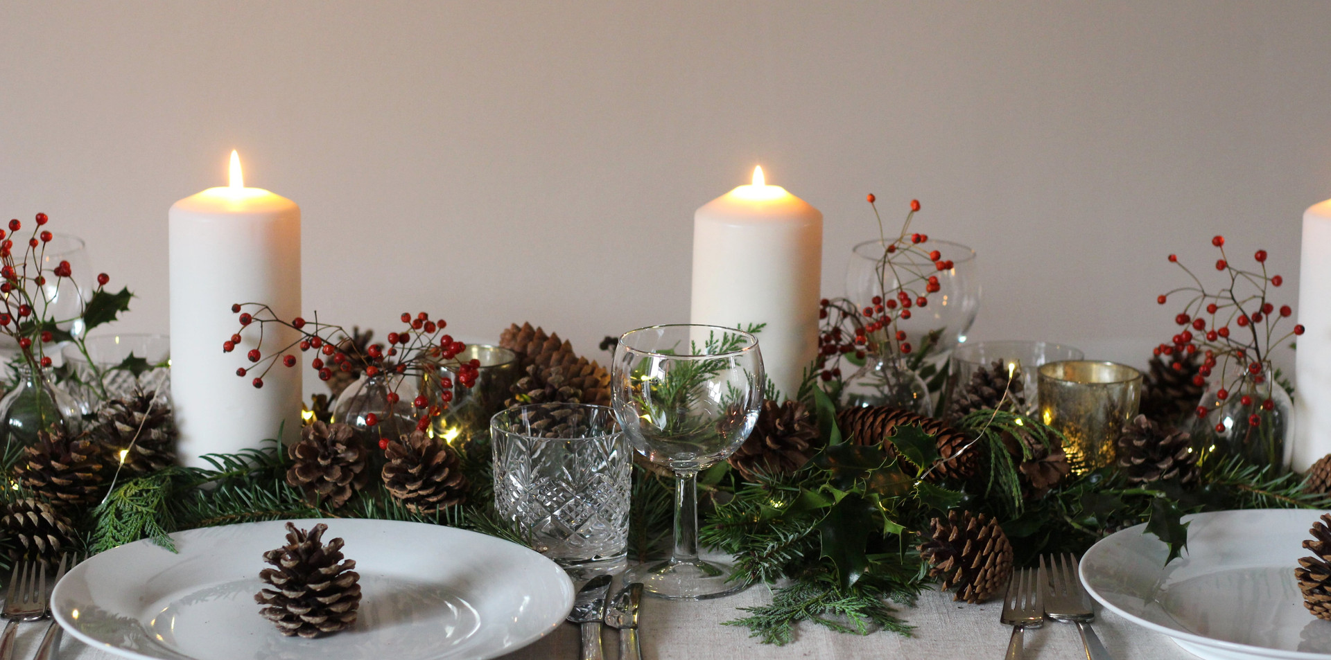 natural-red-green-christmas-table