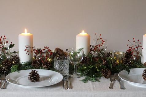 Festive-Traditional-Table-Flowers.jpg