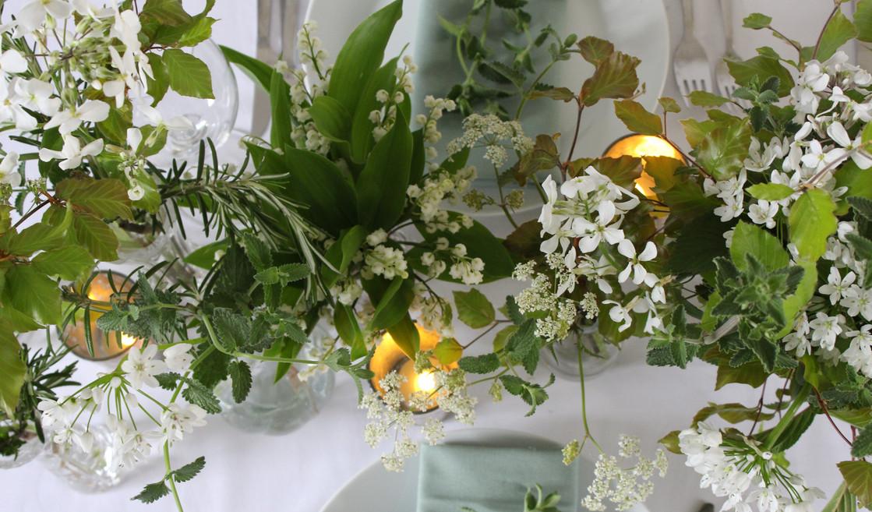 white-green-wedding-table-flowers.jpg
