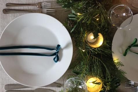 Green-Velvet-Christmas-Table.jpg