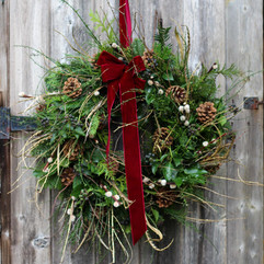 """17"""" Natural & Wild with Gold Wreath 2020"""