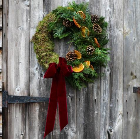 """14"""" Moss & Ewe Oranges & Pinecones Wreat"""