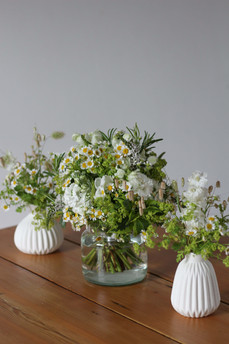 Frothy White Zesty Green Table Flowers S