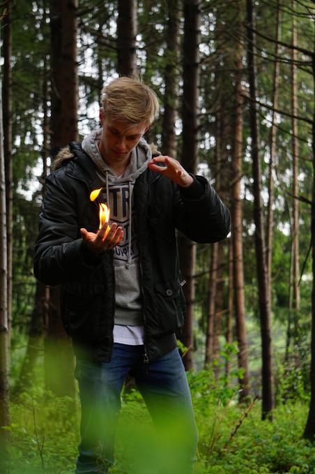 Feuer magisch in der Hand