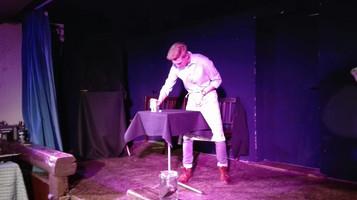 Chop Cup auf der Bühne