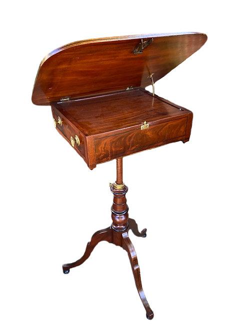 Early 19th century Mahogany Adjustable Tilt Top
