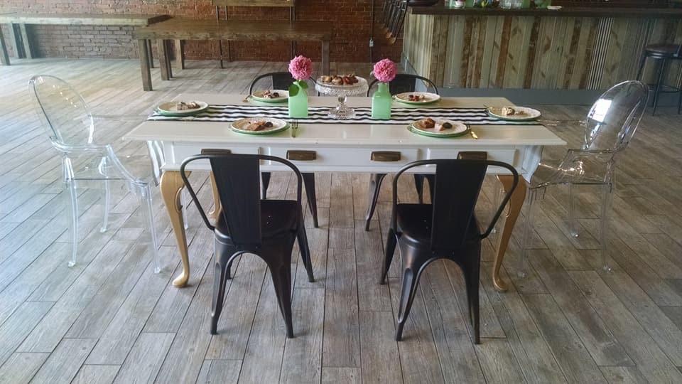 Isadorra Table