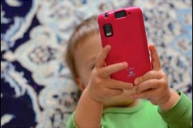 【レクルンTIMES vol.23】乳幼児の約2割がスマホに「ほとんど毎日」接する! 専門家が提言するスマホとの関わり方とは