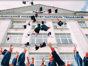 Welche Rolle spielt der akademische Grad der Gründer*innen bei der Performance von Start-ups?
