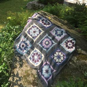 Poppy Star Blanket by Debbie Bentley