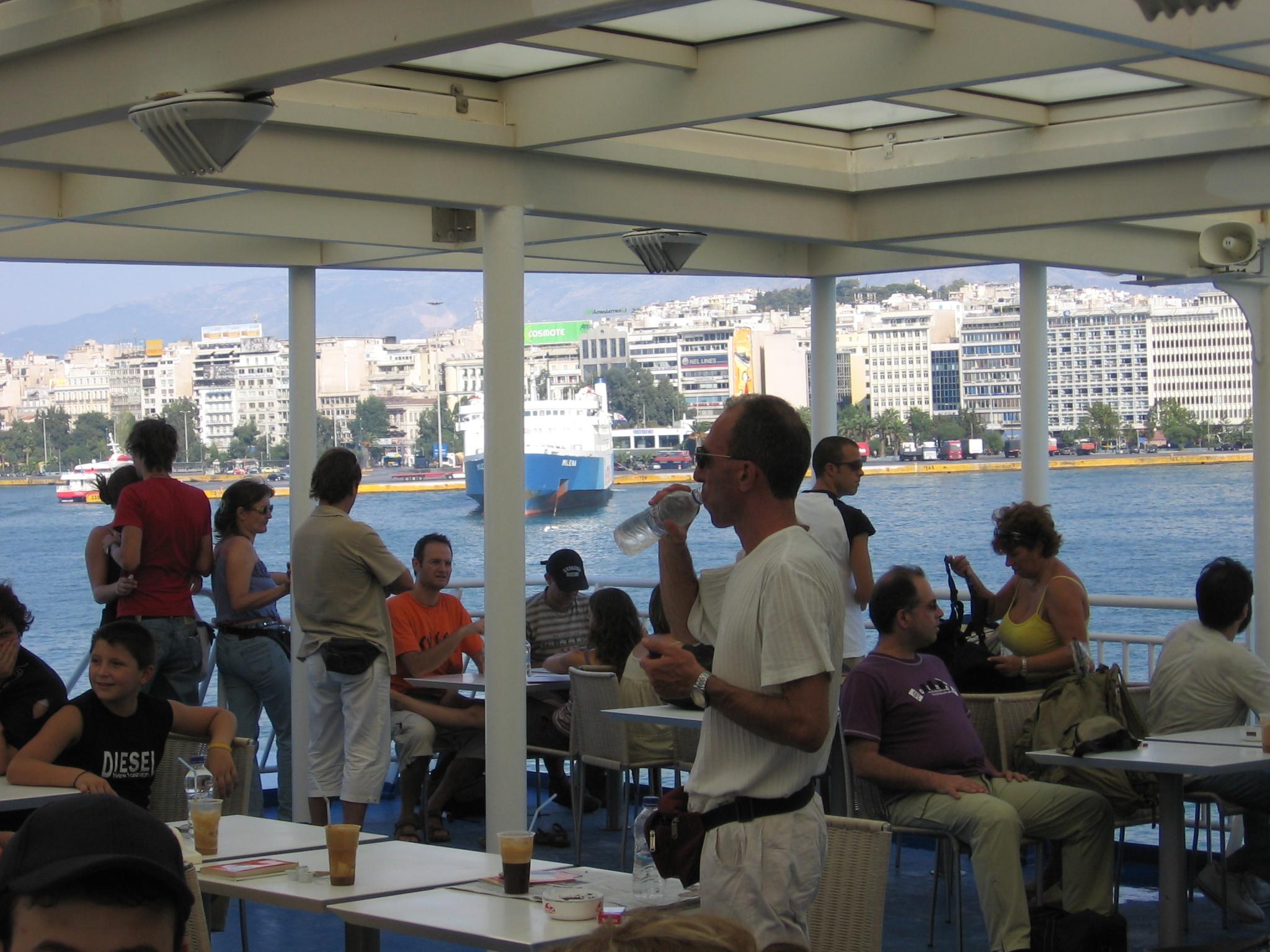 Fähre in Piraeus