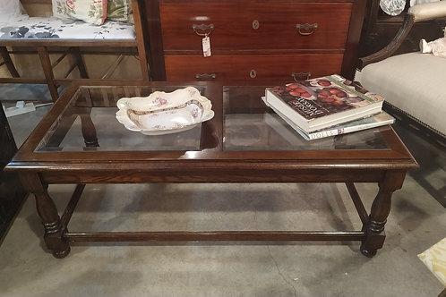 שולחן סלון עם זכוכית