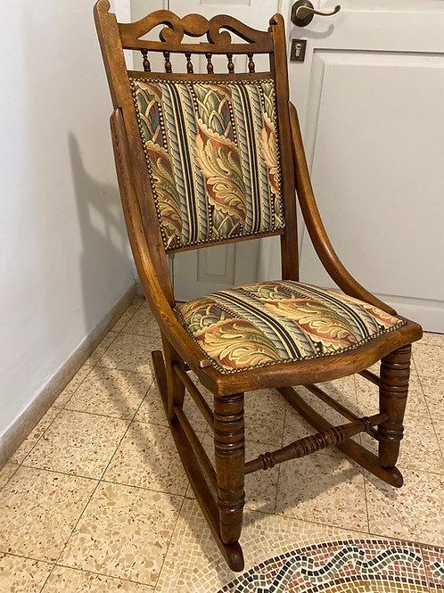כסא נדנדה מרופד