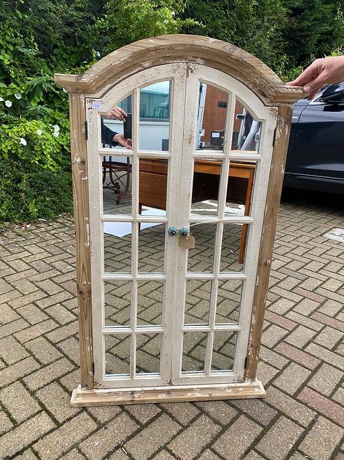חלון/מראה מעץ