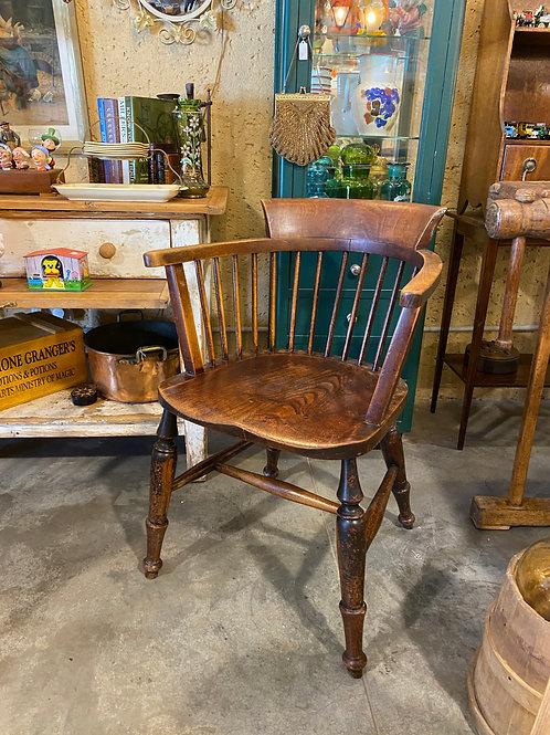 כסא עץ אנגלי עם משענות יד