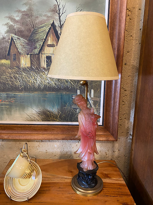 מנורה לשידה עם אהיל קלף