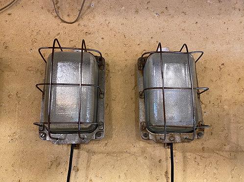 זוג מנורות ספינה
