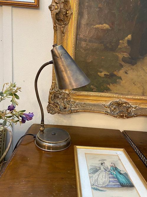 מנורה לשולחן כתיבה