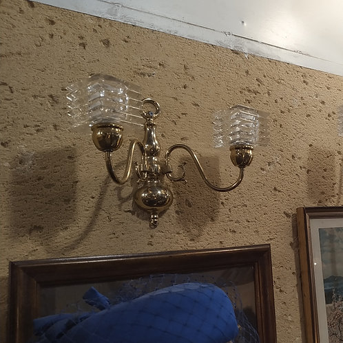 מנורת קיר דו קנית