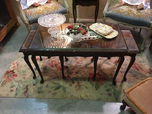 שולחן סלוני + שני שולחנות הגשה