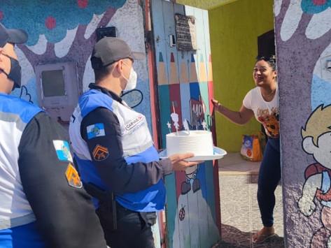 Policiais do SG Presente fazem surpresa para criança