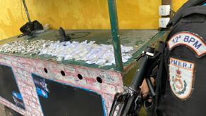 Criminosos fogem e deixam drogas para trás em Niterói