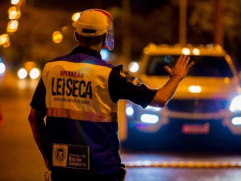 Policial é atropelado em blitz da Lei Seca em Niterói