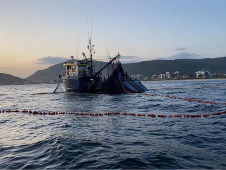 Abordagem no mar e prisão de 13 pescadores em Niterói