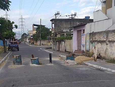 Policiais fazem retirada de barricadas em Santa Luzia