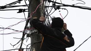 Enel desfaz 'gatos' de energia em sete residências de SG