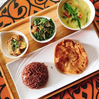 Thanon Pan Green Curry