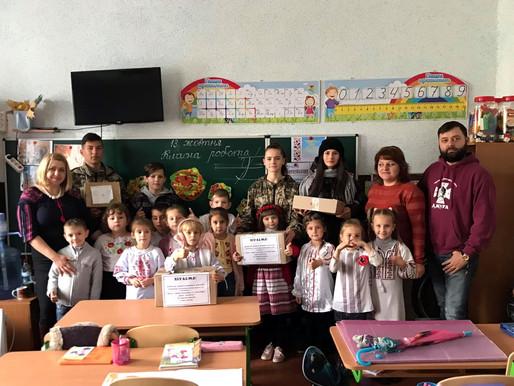 Юні волонтери виготовили янголів та зібрали подарунки для бійців