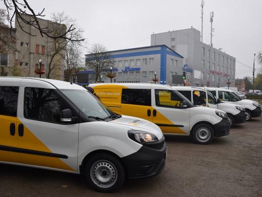 Презентували 5 нових автівок, на яких працюватимуть пересувні відділення Укрпошти на Хотинщині