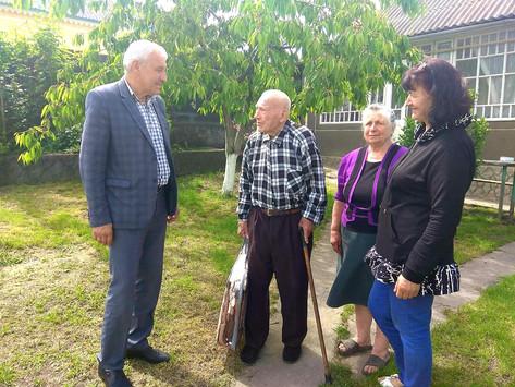 На Хотинщині привітали ветерана із 100-річчям