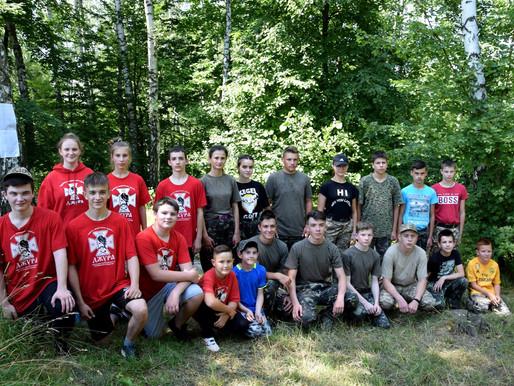Юні патріоти готуються до Всеукраїнської гри «Сокіл» («Джура»). Вишкіл відбувається у «польових умов
