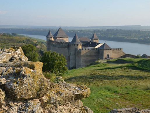 Ведучий проєкту «Орел і Решка» побував у Хотинській фортеці