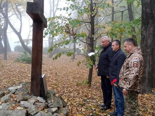 У Хотині ушанували пам'ять загиблих військовослужбовців