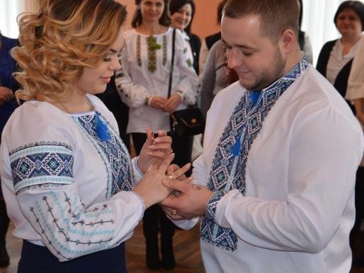 У Хотині зареєстрували двотисячний «шлюб за добу»