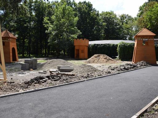 У парку Хотина облаштовують доріжки та ігровий майданчик