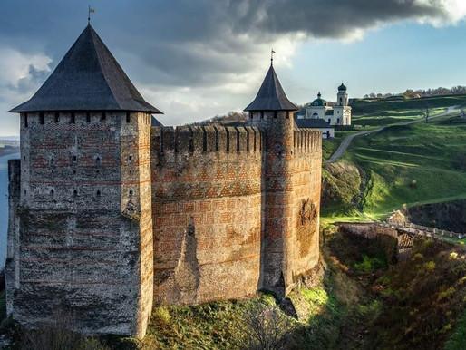 Команда мотопробігу «Історичними місцями України» побувала у Хотинській фортеці