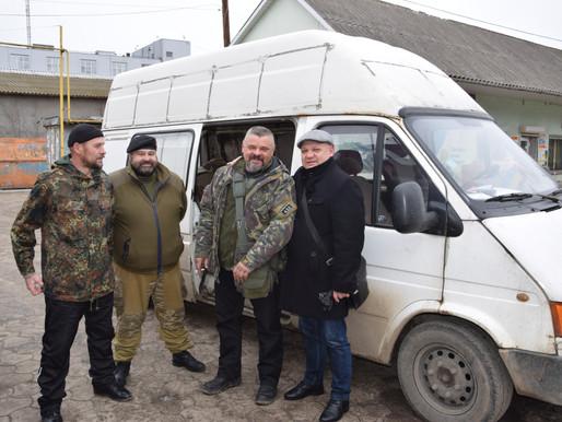 Бійцям-добровольцям повезли вантаж