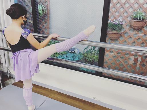 バレエスタジオのガーデニングを見ながらストレッチ💐