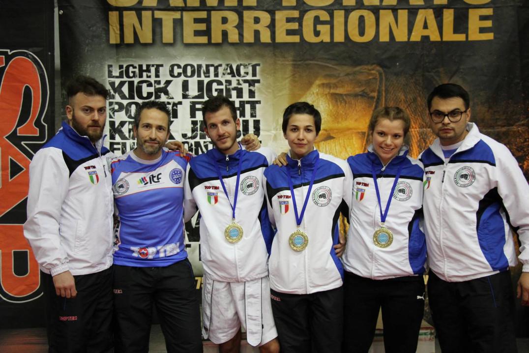 ASD MMA gruppo.JPG