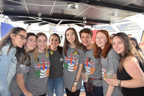 BBYO launch the New Year on the Thames